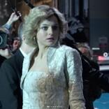 『ザ・クラウン』故ダイアナ妃役のエマ・コリン、エミー賞授賞式の衣装に賛否「奇抜だけど素敵」「昔の水泳帽みたい」