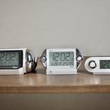 朝が弱かった自分が20年近く使い続けている、SEIKOの「爆音目覚まし時計」。スマホのアラームに限界を感じたら試してみて!