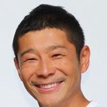 前澤友作氏 初披露の訓練着姿でガッツポーズ「日の丸ついてるとシャキッとするね」