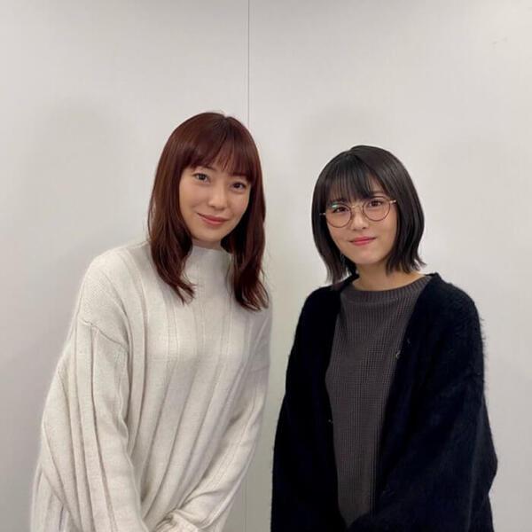 浜辺美波役との親子役を務めた菅野美穂。ドラマ「ウチの娘は、彼氏が出来ない!!」公式インスタグラム(@uchikare_ntv)より。
