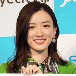 永野芽郁、22歳の誕生日報告&頬杖SHOT公開に反響「可愛い!!」「笑顔が素敵」