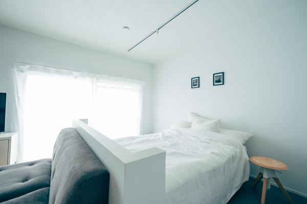 窓際のベッドルーム