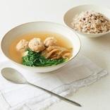 """""""美乳スープ""""でバストケア! 美乳食材は「黒い食べ物」「にら」「山芋」…ほかには?"""