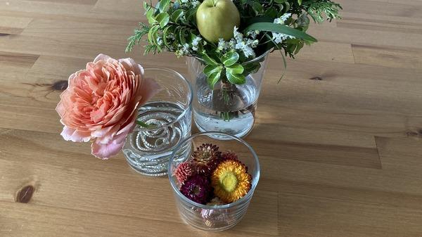 無印良品 「強化ガラス ボデガ」各サイズに花を生ける