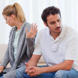 別れも考える…お家デートで「男性が幻滅する」言動とは?