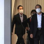 小室圭さん ロン毛&マスク姿で3年2カ月ぶり帰国、報道陣に一礼 自主隔離経て眞子さまと再会へ