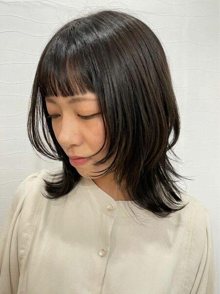 ミディアムウルフの冬のトレンド髪型