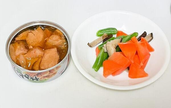 100均の焼き鳥缶のタレの味を利用して時短で炊き込みご飯ができる