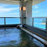 最上階の露天風呂は海に囲まれた絶景温泉!オーシャンビューの客室や充実の朝食も魅力「南紀白浜マリオットホテル」【宿泊ルポ】