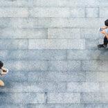 「毎日歩きスマホ」派は43% スマホ利用のインターネット調査