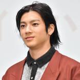 """「ひげも男前!!」山田裕貴、オフ感あふれる""""おつかれさま""""SHOTにファン悶絶「色気だだもれてます」"""