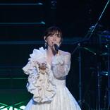 鈴木愛理、日本武道館にてワンマンライブを開催「明日も頑張ろうって思える歌を届けたい」