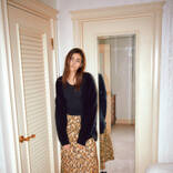 「黒に似合う」華やぐ色の柄スカート【明日なに着る?】VOL.167