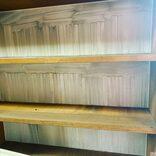 義父の遺品整理、本棚を覗いて驚き… 浮かび上がった「亡霊」がエモすぎる
