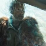 """マッツ・ミケルセン、頭から煙を出して""""ノイズ""""を解説 『カオス・ウォーキング』本編映像"""