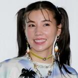 仲里依紗、青色の髪の免許証写真を披露 「かっこいい」「爆イケ」