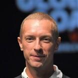 クリス・マーティン、サステナブルなワールドツアーを発表「観客が動くことで会場を発電させる」