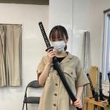 今泉佑唯、刀を持つ舞台稽古オフショット「カッコイイ」