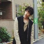 坂口健太郎、無表情で清野菜名と「ハンオシ」お知らせ。2人の身長差にもキュンです