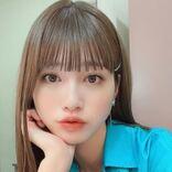生見愛瑠、サラツヤになった髪をダブルピースで披露。いつもより幼い笑顔が癒し