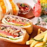 ガパオや贅沢マンゴーがサンドイッチに!「マンゴツリーキッチン」の新テイクアウト限定メニュー実食ルポ