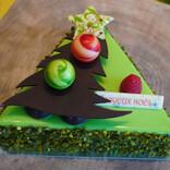 ツリーのかたちがかわいい! ピスタチオ好きにはたまらないクリスマスケーキ