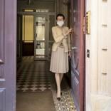 69歳のパリマダム、12平米の屋根裏部屋ぐらしがステキ。中村江里子が憧れるマダムたち