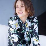 米倉涼子、ナース姿の松下奈緒と史上最強のクルクル指ハート!