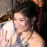 篠原涼子、「バスト揉まれまくり&舌入れキス」の衝撃映像にアクセス殺到!