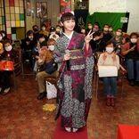 グラビアもできる演歌歌手 望月琉叶、浅草ヨーロー堂で初めての有観客キャンペーン