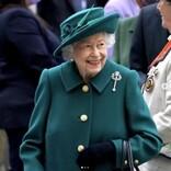 エリザベス女王、一晩の入院を経てオンライン公務に復帰
